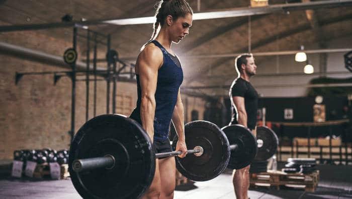 Muskelaufbautraining an der freien Hantel - Kreuzheben