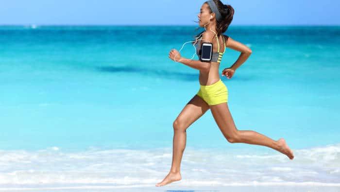 Natural Running barfuß am Strand - Vorfußlauf