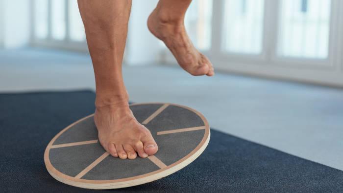 Balancieren gegen Fußschmerzen - Balance Board