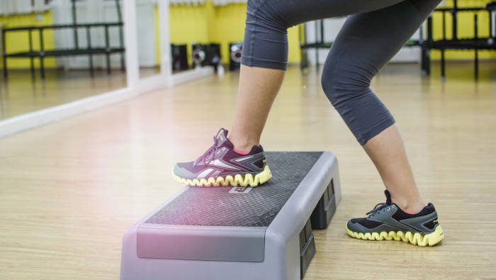 Step-Aerobic kann man auch zu Hause machen. Effektives Fitnesstraining